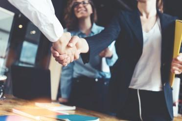 ett möte som visar hur kommunicerar som Chef och Ledning