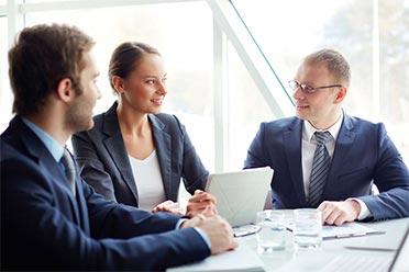 Personer diskuterar - vad är affärsengelska?